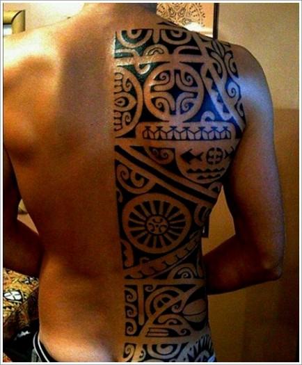 30 design de tatouage maori - Tatouage blanc sur peau noir ...